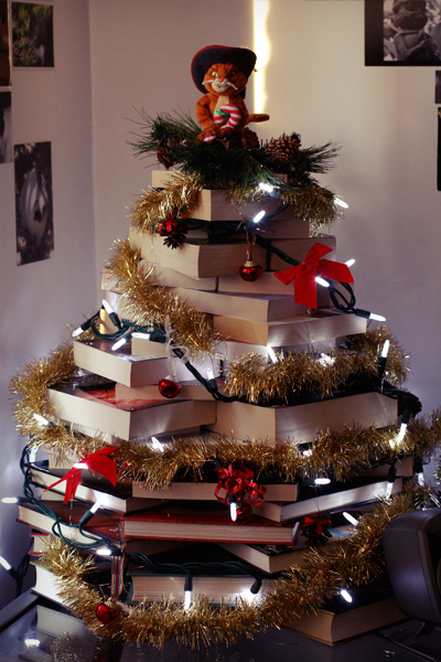 the perfect tree for a reader _ - Christmas Tree Book